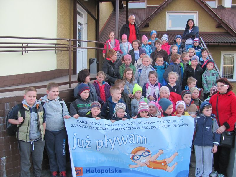 Oglądasz obraz z artykułu: Dzieci z terenu gminy uczestniczą w Programie 'Już Pływam'