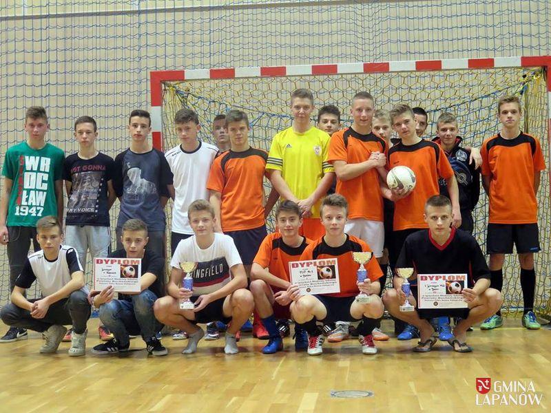 Oglądasz obraz z artykułu: Sport szkolny - dobre wyniki piłkarek i piłkarzy z Sobolowa i Łapanowa